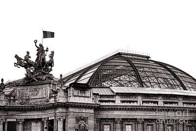 Photograph - Le Grand Palais by Olivier Le Queinec