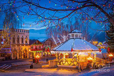 Streetlight Photograph - Leavenworth Gazebo by Inge Johnsson