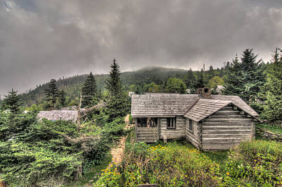 Photograph - Leconte Lodge - Old Cabin 1 by Alex Banakas