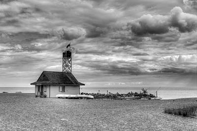 Photograph - Leuty Lifeguard Station by Ross G Strachan