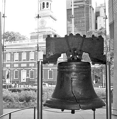 Liberty Bell And Independence Hall Bw Art Print