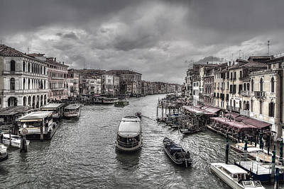 Photograph - Life On Canal by Roberto Pagani