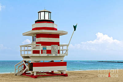 Photograph - Lifeguard Station At The Beach In South Miami by Les Palenik