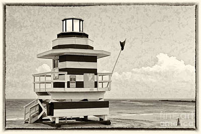 Photograph - Lifeguard Station In Black And White by Les Palenik