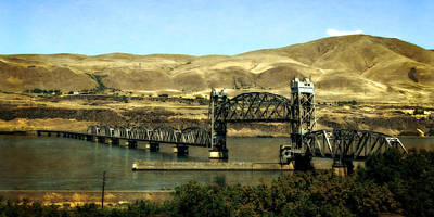 Photograph - Lift Bridge Over The Columbia River by Michelle Calkins