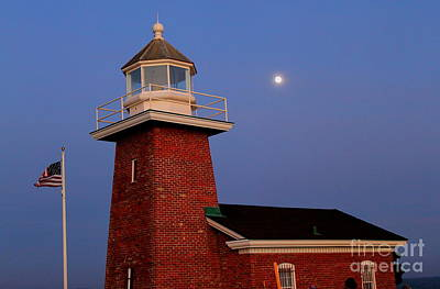 Photograph - Lighthouse 7 by Theresa Ramos-DuVon