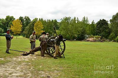 Lighting The Fuse Of A Civil War Canon Art Print