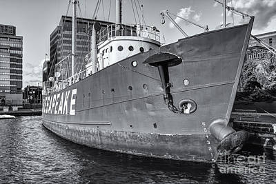 Photograph - Lightship Chesapeake II by Clarence Holmes