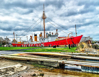 Photograph - Lightship Overfalls In Delaware by Nick Zelinsky