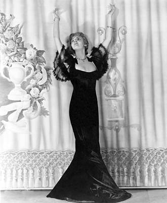 Photograph - Lillian Bond Looking Elegant by Underwood Archives