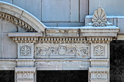 Lincoln County Courthouse Door Arch Art Print by Sylvia Thornton