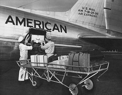 Douglas Dc-3 Photograph - Loading Luggage On A Dc-3 by Underwood Archives
