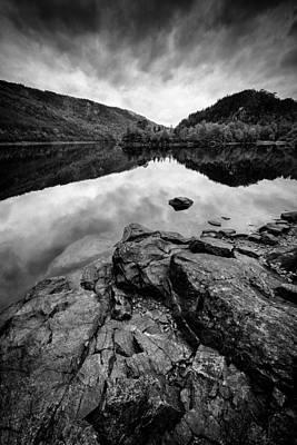 Glen Affric Photograph - Loch Beinn A Mheadhoin by Dave Bowman