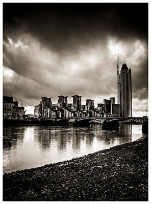 Photograph - London Drama by Lenny Carter