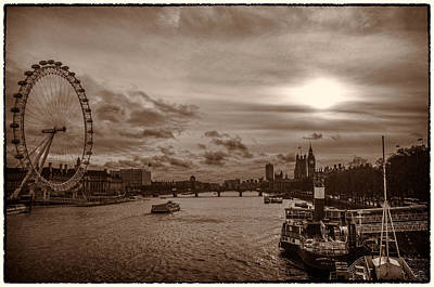 Photograph - Londonscape 2 by Lenny Carter