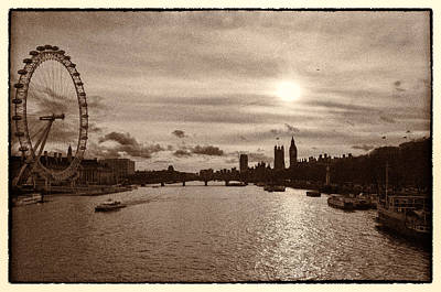 Photograph - Londonscape by Lenny Carter