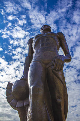 Michigan State Photograph - Looking Up At The Spartan Statue by John McGraw
