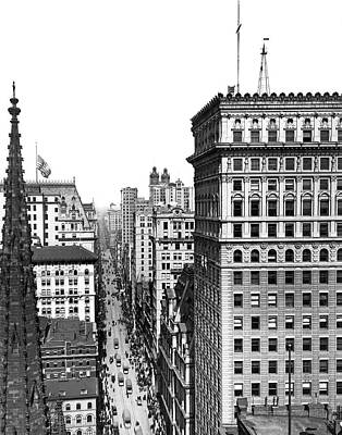1904 Photograph - Looking Up Broadway In 1904 by Underwood Archives