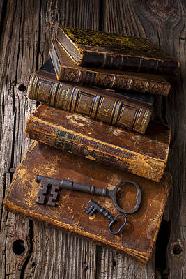 Rusty Photograph - Love Reading by Garry Gay