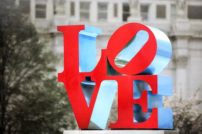Love Sculpture - Selective Color - Philadelphia Art Print by Photography  By Sai