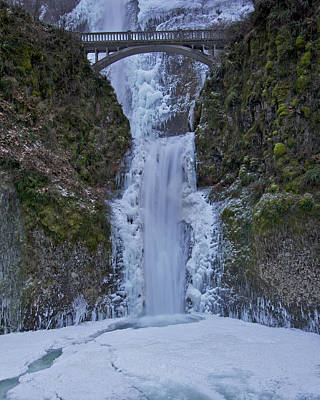 Photograph - Lower Multnomah Falls 120813a by Todd Kreuter
