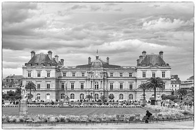 Palais Du Luxembourg Wall Art - Photograph - Luxembourg Palace In Mono by Georgia Fowler