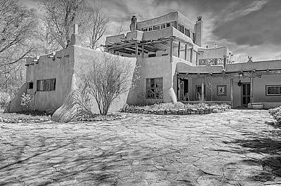 Photograph - Mabel Dodge Luhan House In B-w by Charles Muhle