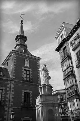 Balck And White Photograph - Madrid Musing by Carol Groenen