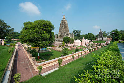 Photograph - Mahabodhi Temple by Yew Kwang
