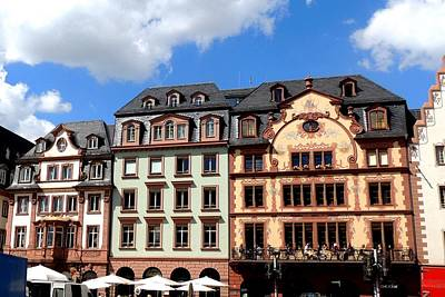 Photograph - Mainz Markt With Luftlmalerei On Buildings by Marilyn Burton