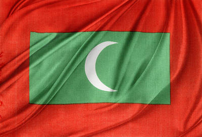 Maldives Flag Print by Les Cunliffe