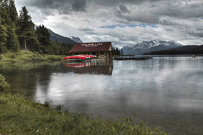 Digital Art - Maligne Lake Under The Rain by Diane Dugas