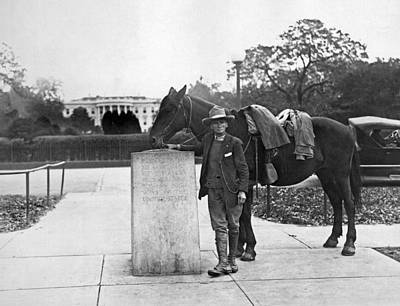 White House Photograph - Man Rides Through Every State by Underwood Archives