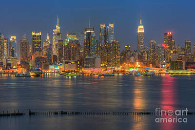 Photograph - Manhattan Twilight II by Clarence Holmes