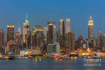 Photograph - Manhattan Twilight IIi by Clarence Holmes