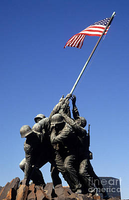 Photograph - Marine Corps War Memorial by Bill Bachmann