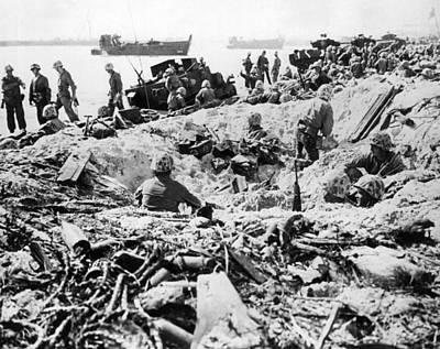 Photograph - Marines Land On Roi-namur by Underwood Archives