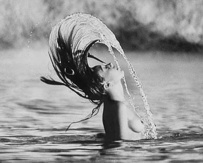 Arnaud-de-rosnay Photograph - Marisa Berenson Flipping Her Hair In Water by Arnaud de Rosnay