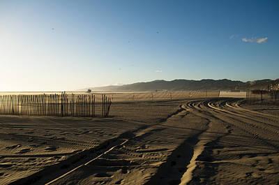 Mark In The Sand - Santa Monica Beach Art Print by Oscar Karlsson