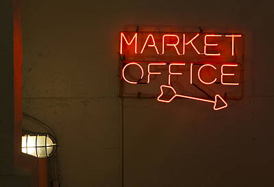 Directional Signage Photograph - Market Office To The Right by Scott Campbell