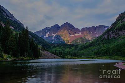 Photograph - Maroon Bells Sunrise by Franz Zarda