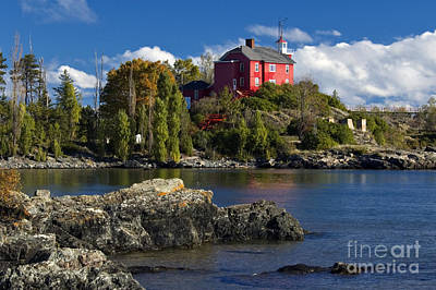 Marquette Wall Art - Photograph - Marquette Harbor Light - D003224 by Daniel Dempster
