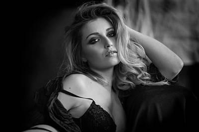 Sensual Female Photograph - Marty by Fabrizio Micheli