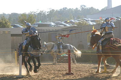 Knight Photograph - Maryland Renaissance Festival - Jousting And Sword Fighting - 1212196 by DC Photographer