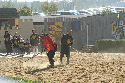 Knight Photograph - Maryland Renaissance Festival - Jousting And Sword Fighting - 121277 by DC Photographer