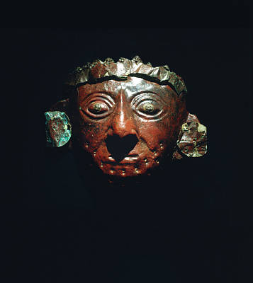 Peru Photograph - Mask From The Lord Of Sipan's Tomb by Pasquale Sorrentino/science Photo Library