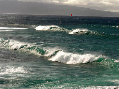 Photograph - Maui Northshore Waves by Robert Lozen
