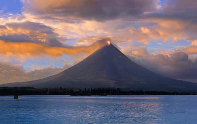 Mayon Volcano Photograph - Mayon Volcano Near Legazpi City - by Per-Andre Hoffmann