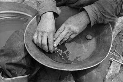 Mercury Gold Panning Extraction, 1940 Art Print by Science Photo Library