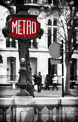 Stop Sign Photograph - Metro On Avenue Montaigne by John Rizzuto